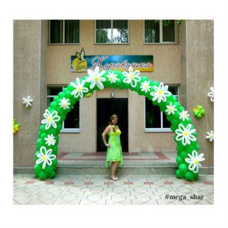 зеленая с цветами